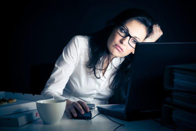 Thức khuya chính là nguyên nhân chính gây nên bệnh giảm tiểu cầu