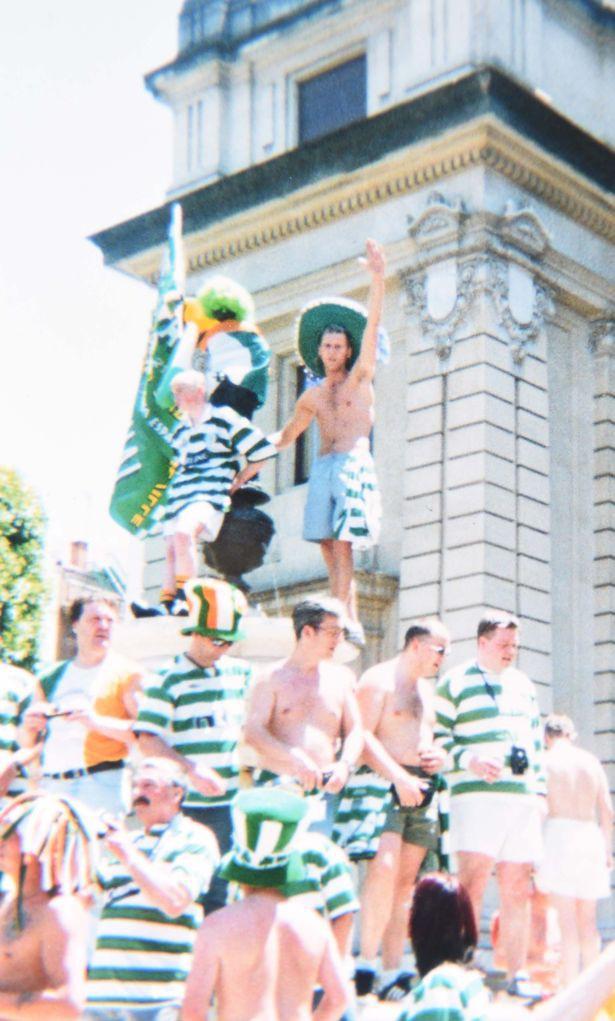 Thomas đừng là một fan bóng đá cuồng nhiệt, đi khắp nơi để xem Celtic đá