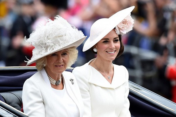 Bà Camilla bức xúc với Kate nhưng vẫn phải chịu vì Kate quá tỉnh.