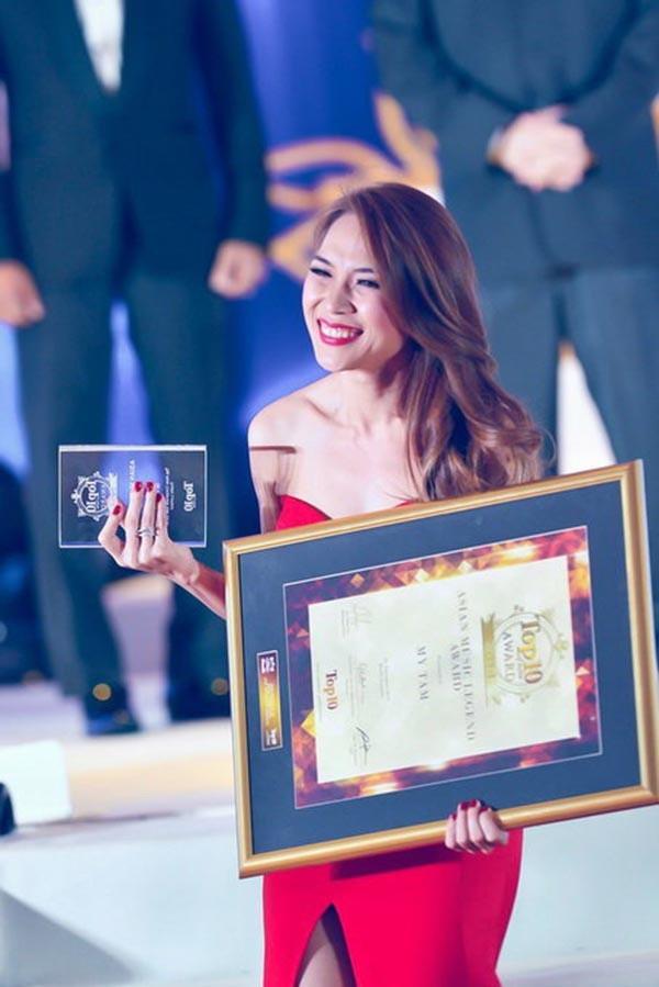 Mỹ Tâm nhận mưa giải thưởng nhờ sự nỗ lực cống hiến của mình cho âm nhạc.