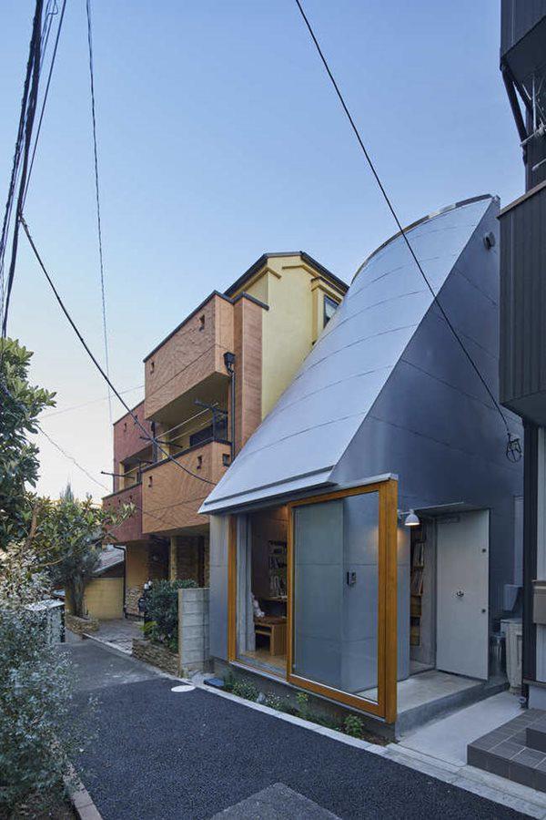 Với thiết kế đơn giản, ngôi nhà đáp ứng với nguồn ngân sách hạn hẹp giữa cuộc sống đắt đỏ của thủ đô.