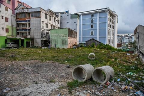Mảnh đất được cò đất báo giá 1 tỷ đồng /m2 trên đường Phan Bội Châu được chủ đất đưa ra giá bán chỉ hơn 160 triệu đồng/m2. Ảnh: Quỳnh Trang.