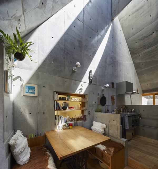 Không gian sinh hoạt trong căn nhà khá nhỏ
