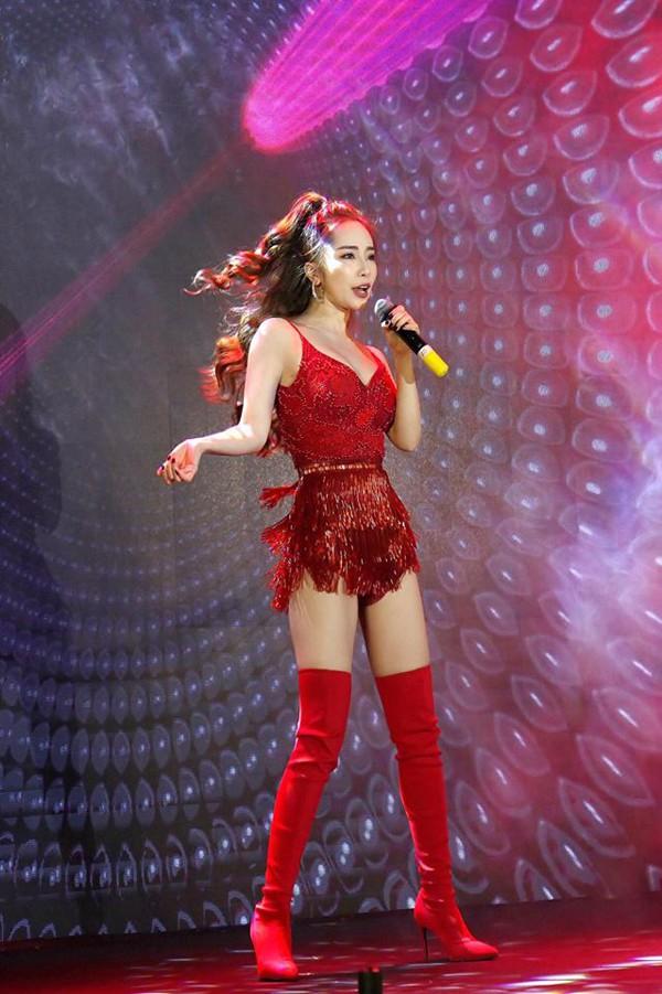 Hiện tại, cô nhận được nhiều show và thuận lợi trong con đường ca hát.