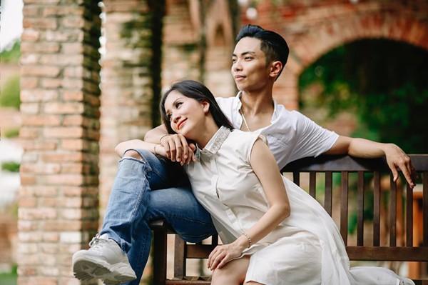 Khánh Thi dịu dàng bên chồng trẻ Phan Hiển.
