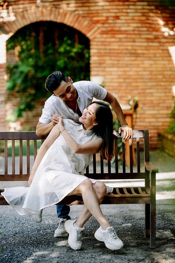 Cả Khánh Thi lẫn Phan Hiển đều là những vũ công giỏi. Chính vì vậy nhân dịp sinh nhật Phan Hiển, họ quyết định tạo ra concept chụp ảnh liên quan đến dancersport.