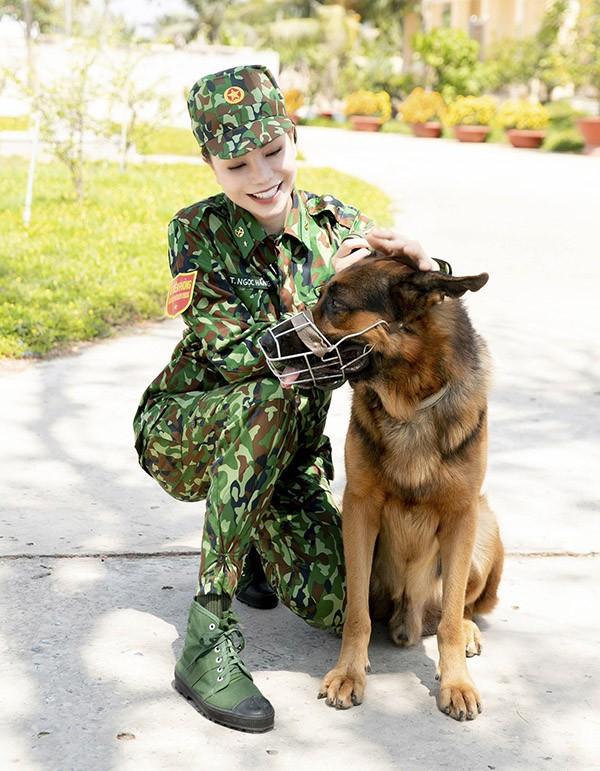 Trà Ngọc Hằng chia sẻ, trước đây cô rất sợ chó, đặc biệt là những giống chó to, dữ tợn. Tuy nhiên, sau buổi huấn luyện nữ ca sĩ cảm thấy gần gũi, yêu mến loài vật này hơn.