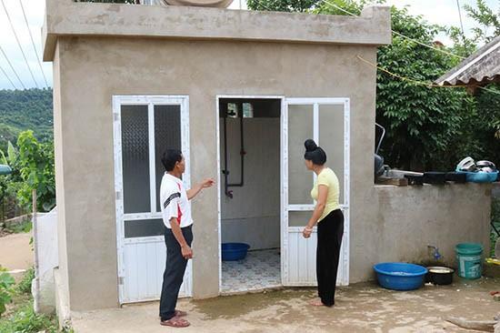 Xây dựng nhà tiêu hợp vệ sinh để bảo vệ sức khỏe, tránh lây lan dịch bệnh