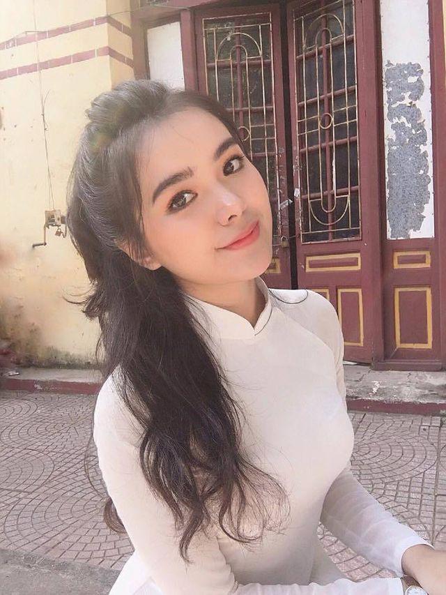 Trang Hồ - hot girl trường Trần Phú