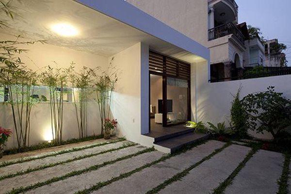 Lối vào nhà, được thiết kế theo phong cách hiện đại khác biệt.
