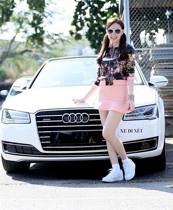 Phương Trinh bên chiếc Audi khi mới 19 tuổi