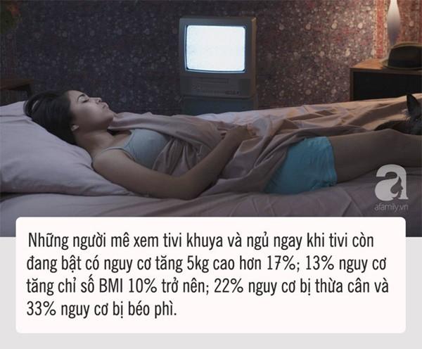 Ngủ mà vẫn để tivi bật sẽ dẫn tới hậu quả mà chị em nào cũng sợ - Ảnh 1.