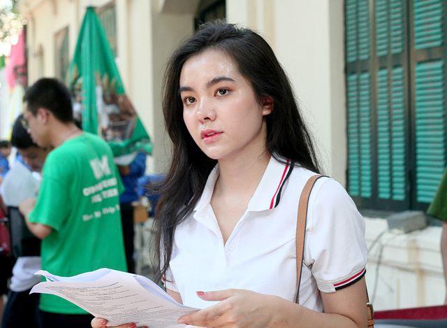 Hot girl trường Trần Phú suýt ngất vì nắng nóng mùa thi - Ảnh 5.