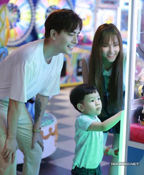 Thu Thủy đi chơi cùng con riêng và bạn trai kém 10 tuổi - Ảnh 4.