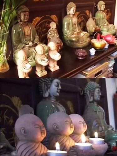 Ba bức tượng Phật có tuổi thọ hợn 80 năm được gia chủ đặt ngay ngắn trong nhà, biểu tượng cho 3 sự cầu siêu khác nhau.
