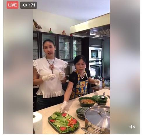 Hà Kiều Anh khi vào bếp lại là một hình ảnh hoàn toàn khác: nhẹ nhàng, gần gũi và tháo vát như nhiều phụ nữ Việt truyền thống. Cô thực hiện các món ăn khá nhanh chóng và đáp ứng được đúng tiêu chuẩn ban đầu đưa ra.