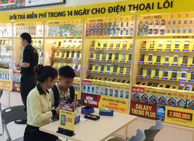 Điện thoại bình dân giảm giá mạnh