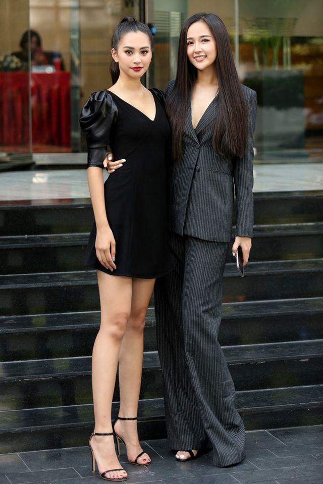 Hai Hoa hậu Việt Nam thanh lịch kín đáo trong buổi sơ khảo Miss World Việt Nam 2019. Hoa hậu Mai Phương Thúy trong vai trò giám khảo cùng Hoa hậu Tiểu Vy trong vai trò đại sứ cuộc thi đều có mặt từ sớm. Hai nàng Hoa hậu cách nhau 12 tuổi và trùng hợp, đăng quang Hoa hậu Việt Nam cách nhau 12 năm.