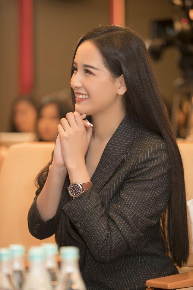 Người đẹp cũng từng chấm Hoa hậu Hoàn vũ Việt Nam năm 2015 và 2017. Tại cuộc thi năm 2017, cô là một trong những người chọn HHen Niê đăng quang.