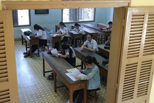 Vì sao điểm vào lớp 10 nhiều trường ở Khánh Hòa thấp?  - Ảnh 1.