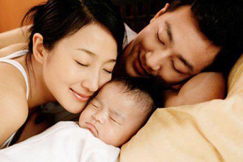 Từ ngày 1/7, vợ sinh con, chồng được hưởng trợ cấp và nghỉ chế độ thai sản - Ảnh 1.