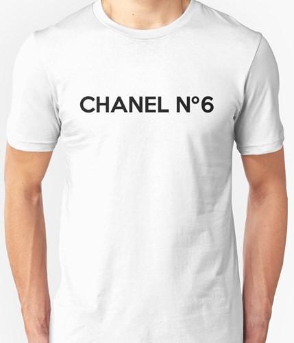Chiếc áo hàng hiệu Paris (Channel) này có giá khoảng 1.000 USD.