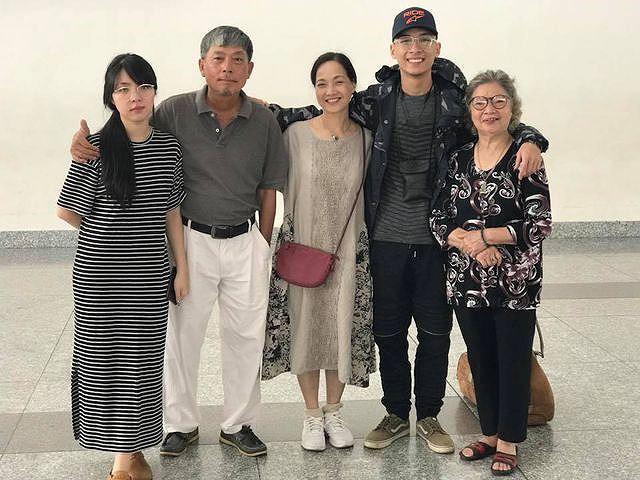 Gia đình hạnh phúc của NSND Lê Khanh và đạo diễn Việt Thanh.