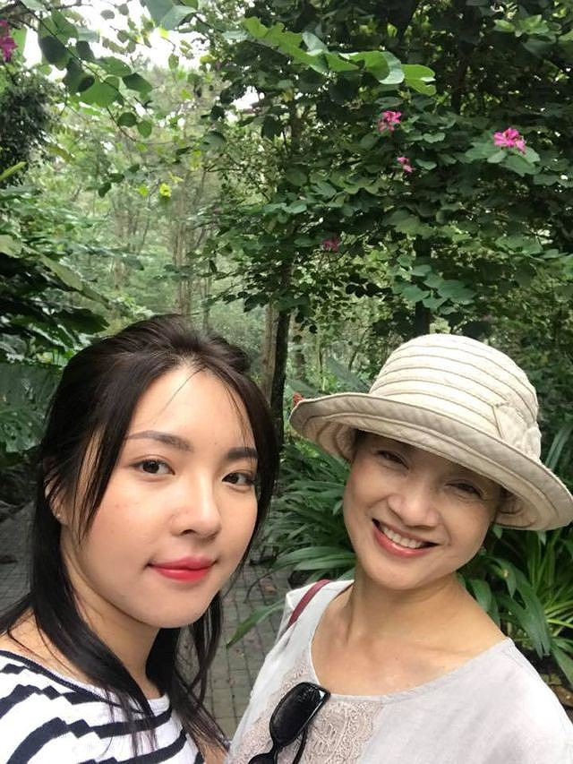 Lê Khanh và con gái Lam Khê.