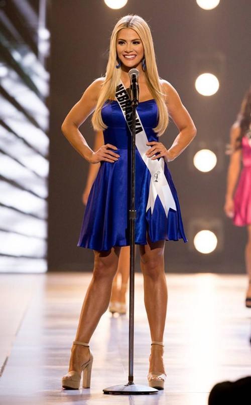 Với chiều cao chỉ 1.65m, vóc dáng không hoàn hảo nhưng Hoa hậu Mỹ 2018 ghi điểm bởi gương mặt khả ái cùng sự thông minh, duyên dáng