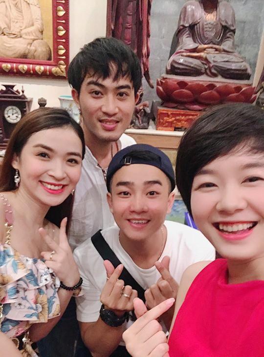 Hoàng Kim Ngọc học khoá diễn viên 28 ĐH SK&ĐA cùng Bảo Thanh, Doãn Quốc Đam, Thu Quỳnh và Trọng Hùng. Tuy nhiên nhiều năm qua cô rời xa màn ảnh để tập trung kinh doanh.