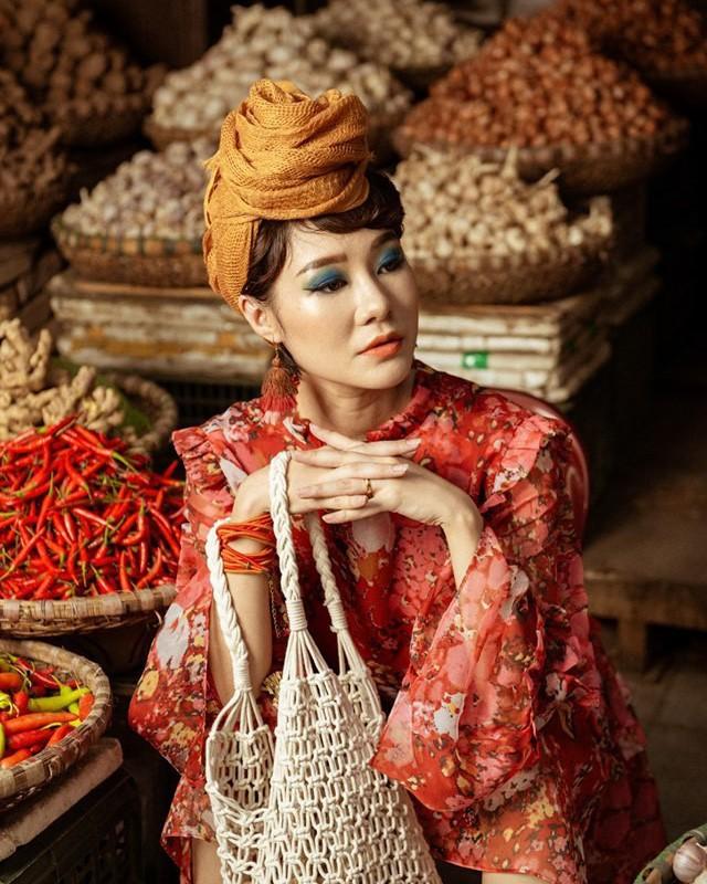 Là CEO của một công ty mỹ phẩm organic, cô nàng Hoàng Kim Ngọc luôn ấp ủ về một nông trại sạch mà không cần phải mất công tìm kiếm và nhập khẩu nguyên liệu nhưng do chưa có thời gian tìm hiểu nên cô nàng tạm thời chững lại. Cho đến một ngày cô tâm sự cùng một người bạn kiến trúc sư, ý tưởng về vườn hồng ngoại hữu cơ bắt đầu được thực hiện.