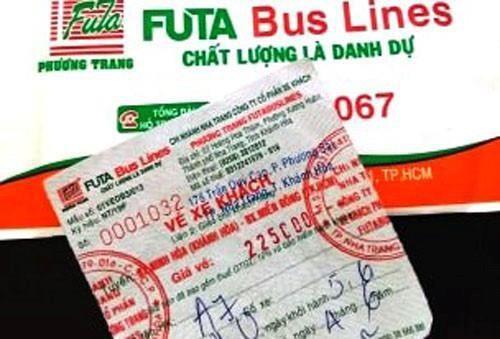 Tấm vé xe chị Hằng đi vào tối 5/6 trên chuyến xe khách Phương Trang từ Khánh Hoà vào TP.HCM. Ảnh: N.N.
