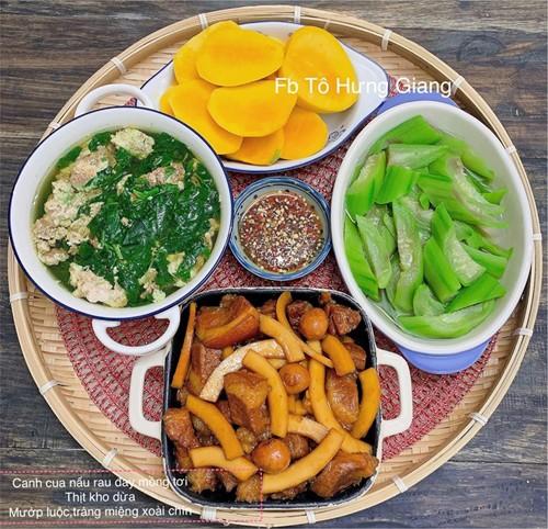 Chị Tô Hưng Giang được biết đến là người phụ nữ yêu bếp núc, thích nấu nướng và bày biện những món ăn ngon cho gia đình.