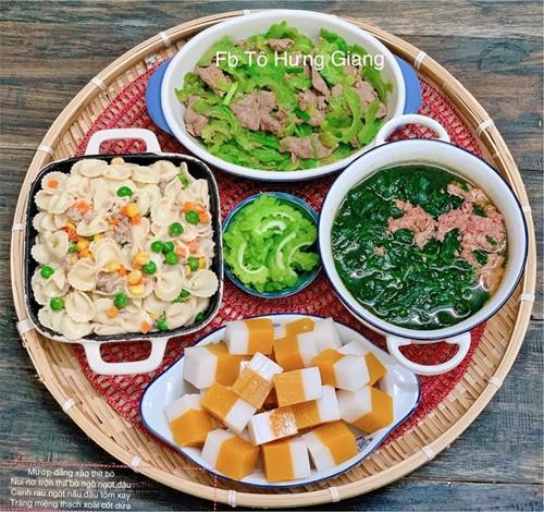 Các món canh quen thuộc như canh cua mồng tơi, canh hoa lý, canh cải xanh thịt nạc... lần lượt có mặt.