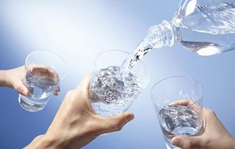 3 tiêu chí đánh giá cơ thể được bù nước đúng cách hay không ngày nóng - Ảnh 1.