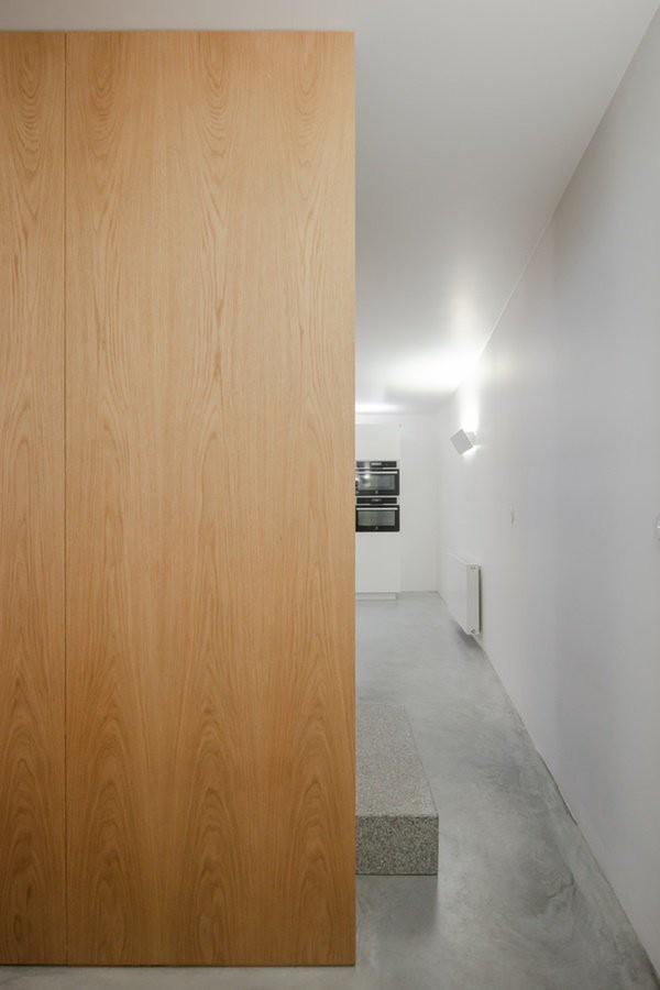 Lối đi đến phòng bếp và cầu thang để lên tầng 2