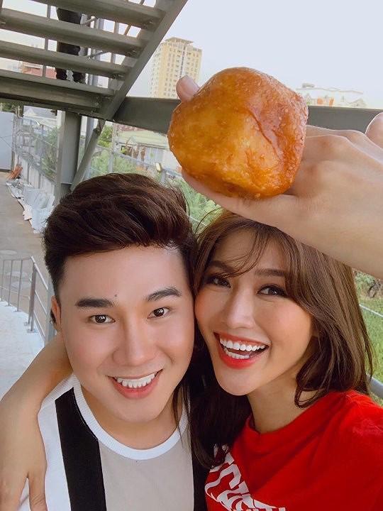 Người mẫu Chế Nguyễn Quỳnh Châu cùng diễn viên Tiko Tiến Công.