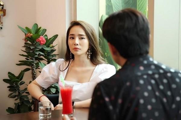 Cũng như MC Tuấn Tú, Quỳnh Nga bị cho là nhạt khi diễn xuất những cảnh đòi hỏi phải đầu tư về cảm xúc.
