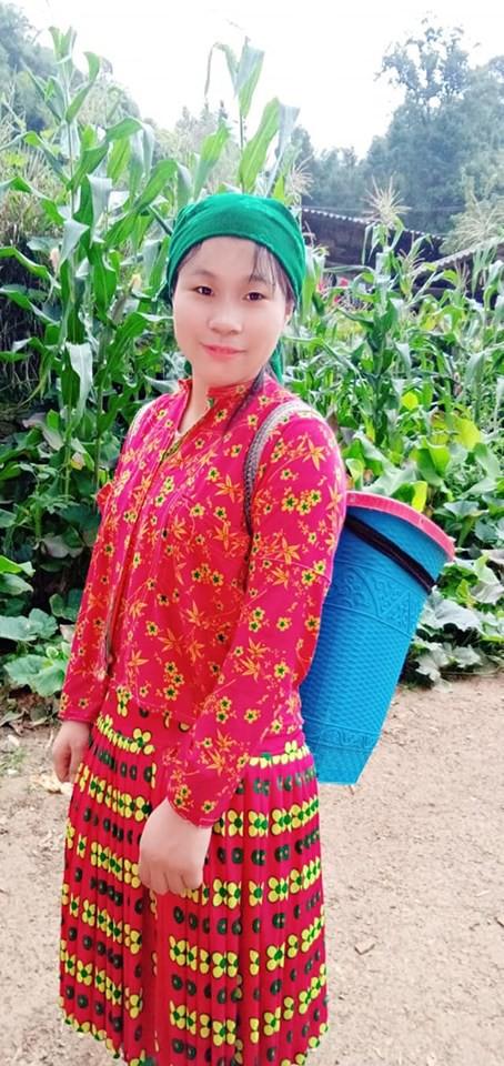 Một ngày vất vả kiếm tiền đi học của nữ sinh nghèo người Hmông được tuyển thẳng vào đại học - Ảnh 16.