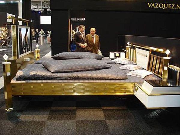 Chiếc giường Jado Steel Style Gold Bed có thể đưa đến cho chủ nhân giấc ngủ xa xỉ có 1-0-2.