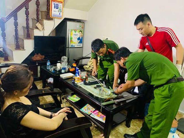 Đồng Thị Hòa cố thủ trong nhà khiến công an phải phá cửa.