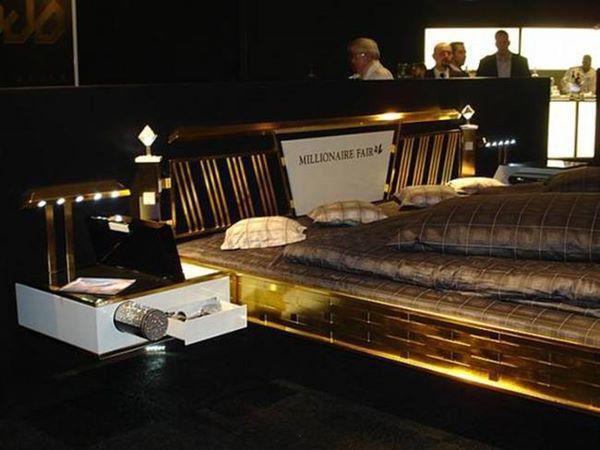 Với mức giá khủng nói trên, chỉ có đại gia nhiều tiền mới có thể rút ví để mua giường.