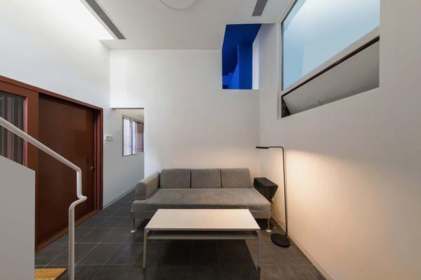 Phòng khách được thiết kế đơn giản