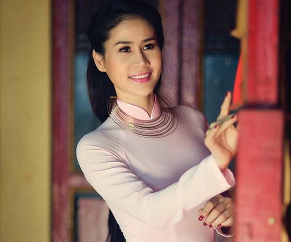 Thân Thúy Hà đổi đời nhờ danh hiệu trong cuộc thi Người đẹp sông Tiền.