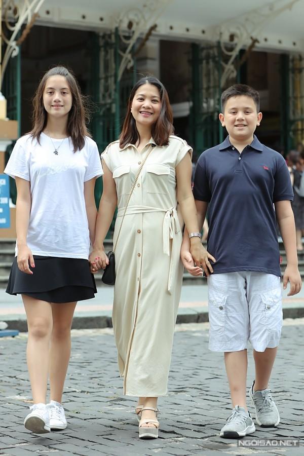 Nhân dịp nghỉ hè, diễn viên Kim Ngân đưa hai con Julia và Alberto về Việt Nam thăm quê hương, kết hợp du lịch.