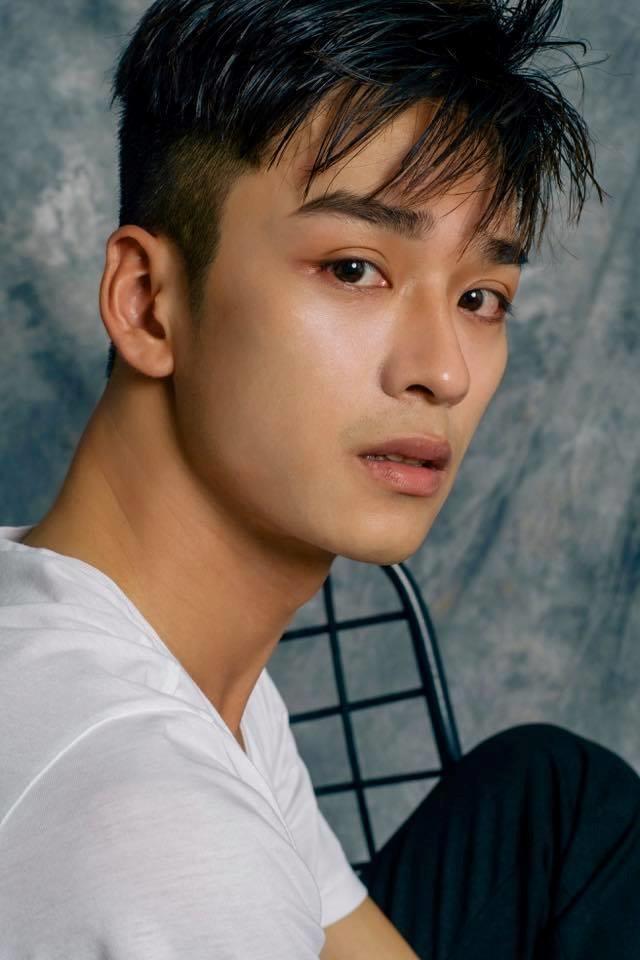 Nam diễn viên trẻ có ngoại điển trai và đặc biệt là đôi mắt biết nói, diễn tả được nhiều cung bậc cảm xúc.