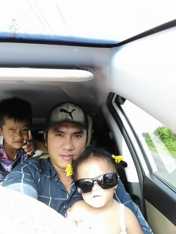 Anh trai Ngọc Trinh và hai con
