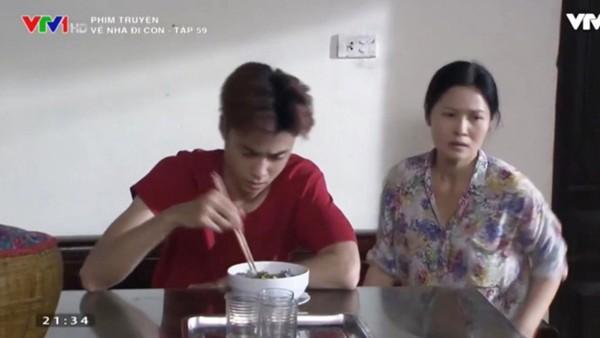 Vương Anh Ole vào vai Quang con trai cô Hạnh (Đinh Thúy Hà).