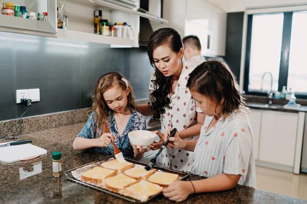 Ngọc Nga hạnh phúc bên các con và chị coi gia đình là sự nghiệp lớn nhất.