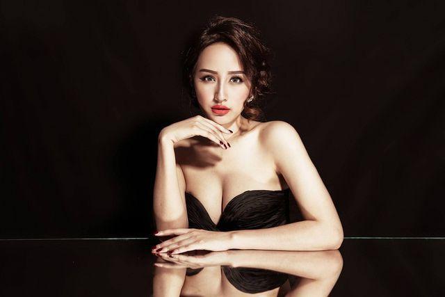 Một số hình ảnh đầy gợi cảm của Hoa hậu Mai Phương Thúy trước đó.
